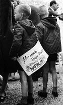 Protest against British involvement in the Vietnam war, Southampton 1967 - Patrick Eagar - 1960s,1967,activist,activists,against,American,americans,anti,anti war,Antiwar,anti-war,boy,boys,CAMPAIGN,campaigner,campaigners,CAMPAIGNING,CAMPAIGNS,child,CHILDHOOD,children,DEMONSTRATING,Demonstrat
