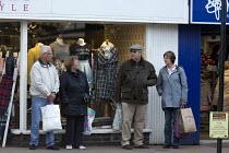 Shoppers waiting for a bus, Stratford upon Avon, Warwickshire - John Harris - 05-11-2016