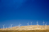 Tehachapi, California. Wind turbines in the Tehachapi Wind Resource Area. A dozen companies operate about 5,000 turbines on the site - Jim West - 24-06-2016