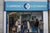 International Currency Exchange, Oxford Street, London - Philip Wolmuth - 2010s,2016,Asian,Asians,ATM,bag,bags,BAME,BAMEs,BME,bmes,bought,bureau de change,bureau de changes,Bureaux De Change,Bureaux De Changes,business,buy,buyer,buyers,buying,cash,Cash Machine,cash point,ca