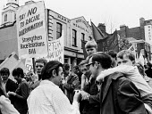 May Day demonstration gathering in Clerkenwell Green London 1968 - Romano Cagnoni - 04-05-1968