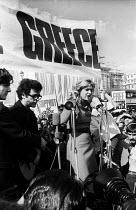 Greek actress Melina Mercouri speaking Free Greece from Military Junta protest Trafalgar Square London 1968 - Romano Cagnoni - 22-04-1968