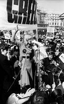 Greek actress Melina Mercouri speaking, Free Greece from Military Junta protest Trafalgar Square London 1968 - Romano Cagnoni - 22-04-1968