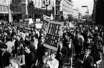 Save Greece from Military Junta protest Trafalgar Square London 1968 - Romano Cagnoni - 22-04-1968