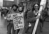 Huntley Street squatters outside court to defend themselves against eviction orders, Piers Corbyn (L), one of the leaders and brother to Jeremy Corbyn, carrying placard, London 1978 - NLA - 04-12-1978