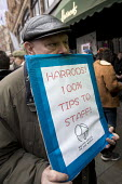 Harrods protest against the store taking workers tips, organised by UVW, Knightsbridge, London - Jess Hurd - 2010s,2017,activist,activists,against,campaign,campaigning,CAMPAIGNS,DEMONSTRATING,Demonstration,EARNINGS,fair pay,Harrods,Hospitality,Income,inequality,Knightsbridge,living wage,London,Low Pay,Low In