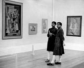 Visitors looking at the artwork, Pablo Picasso Exhibition, The Tate Gallery London 1960 - Alan Vines - 07-07-1960