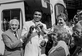 Muhammad Ali hands over the keys to a new ambulance for the Great Ormond Street hospital, London 1977. Ali was visiting the famous paediatric hospital to help raise money for it. - NLA - 11-08-1977