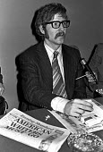 Mark Hosenball, facing deportation together with former CIA operative Philip Agee for revealing state secrets, at a press conference,with copy of Evening Standard supporting the actions of the state,... - NLA - 16-02-1977