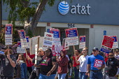 San Jose, California, workers outside AT&T protest at the unwillingness of the company to agree to a new union contract - David Bacon - 09-04-2017