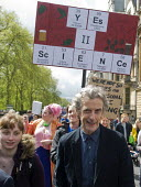 Actor Peter Capaldi, Dr Who in television series. March For Science, London. International protest on Earth Day against global political questioning of facts and for protection of the environment - Stefano Cagnoni - 2010s,2017,ACTING,activist,activists,Actor,ACTORS,against,CAMPAIGN,campaigner,campaigners,CAMPAIGNING,CAMPAIGNS,Capaldi,communicating,communication,DEMONSTRATING,demonstration,DEMONSTRATIONS,Dr Who,el