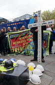 Workers hold one minutes silence, International Workers Memorial Day, Tower Hill, London to commemorate those who have been injured or lost their lives at work - Stefano Cagnoni - 28-04-2017