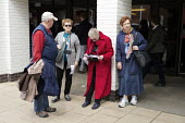 Elderly tourists, Stratford upon Avon, Warwickshire - John Harris - 2010s,2017,age,ageing population,elderly,FEMALE,holiday,holiday maker,holiday makers,holidaymaker,holidaymakers,holidays,Leisure,LFL,LIFE,Lifestyle,old,pedestrian,pedestrians,people,person,persons,REC