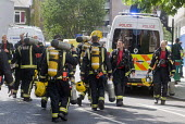 Grenfell Tower Fire. Firefighters leaving and arriving as they change shifts with their colleagues on the afternoon after the overnight fire at Grenfell Tower which caused the loss of many lives - Stefano Cagnoni - 14-06-2017