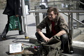 Spencer, homeless army veteran, 1st Battalion Coldstream Gards, 8 months homeless and begging for money, Tower Bridge, London - Jess Hurd - ,1st,2010s,2017,armed forces,army,beg,beggar,beggars,BEGGER,begging,begs,Bridge,cities,City,ex,excluded,exclusion,first,First Battalion Coldstream Gards,HARDSHIP,homeless,homelessness,impoverished,imp