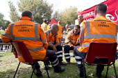 Worried workers discussing their future. Birmingham council refuse workers go on strike against redundancies, Perry Barr Depot, Birmingham. Birmingham City Council want to save 600,000 a year by axing... - John Harris - 01-09-2017