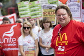 Ian Hodson BFAWU, rally outside McDonalds HQ ahead of a strike by workers, East Finchley, London. Fast Food Rights Campaign want 10 pounds an hour, end to zero hour contracts and union rights - Jess Hurd - 2010s,2017,activist,activists,against,banner,banners,BFAWU,campaign,campaigner,campaigners,campaigning,CAMPAIGNS,catering,cities,City,contract,contracts,DEMONSTRATING,Demonstration,DEMONSTRATIONS,disp