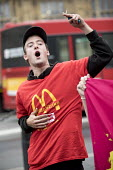 McDonalds workers strike rally, Westminster, London. Fast Food Rights Campaign want 10 pounds an hour, end to zero hour contracts and union rights - Jess Hurd - 2010s,2017,activist,activists,against,BFAWU,CAMPAIGN,campaigner,campaigners,CAMPAIGNING,CAMPAIGNS,cities,City,contract,contracts,DEMONSTRATING,Demonstration,DEMONSTRATIONS,DISPUTE,disputes,EARNINGS,fa