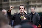 Mark Thomas speaking at McDonalds workers strike rally, Westminster, London. Fast Food Rights Campaign want 10 an hour, end to zero hour contracts and union rights - Jess Hurd - 04-09-2017