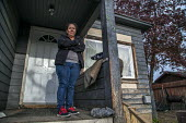 Yakima, Washington, USA Woman worker in the porch of her house, living in a neighborhood of immigrant Mexican workers - David Bacon - 01-05-2017