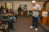 Mount Vernon, Washington, USA Ramon Torres, President of Familias Unidas por la Justicia, talking to workers at a meeting to ratify a contract negotiated with Sakuma Brothers Farms after four years of... - David Bacon - 15-06-2017