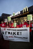 McDonalds workers strike, Crayford, South East London. Fast Food Rights Campaign want 10 pounds an hour, end to zero hour contracts and union rights - Jess Hurd - 2010s,2017,activist,activists,against,BAME,BAMEs,banner,banners,BEMM,BEMMS,BFAWU,Black,BME,bmes,campaign,campaigner,campaigners,campaigning,CAMPAIGNS,catering,cities,City,contract,contracts,DEMONSTRAT