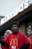 McDonalds workers strike, Crayford, South East London. Fast Food Rights Campaign want 10 pounds an hour, end to zero hour contracts and union rights - Jess Hurd - 2010s,2017,activist,activists,against,BAME,BAMEs,BEMM,BEMMS,BFAWU,Black,BME,bmes,campaign,campaigner,campaigners,campaigning,CAMPAIGNS,catering,cities,City,contract,contracts,DEMONSTRATING,Demonstrati