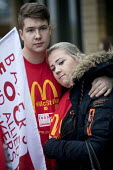 McDonalds workers strike, Crayford, South East London. Fast Food Rights Campaign want 10 pounds an hour, end to zero hour contracts and union rights - Jess Hurd - 04-09-2017