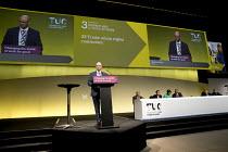 Steve Gillan, POA speaking, TUC Congress, Brighton 2017 - Jess Hurd - 11-09-2017