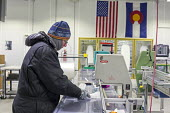 Denver, Colorado, USA National Ice Core Laboratory curator Geoff Hargreaves cutting an ice core from Greenland. The Laboratory stores 19,000 meters of ice cores from Antarctica, Greenland, and North A... - Jim West - 28-08-2017