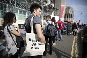 Keep Britain Kind, Liberty bag, Labour Party Conference, Brighton 2017 - Jess Hurd - 2010s,2017,bag,bags,Brighton,Conference,conferences,Keep Britain Kind,Labour Party Conference,Liberty,Party,POL,political,POLITICIAN,POLITICIANS,Politics,queue,queueing,queues,queuing