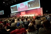 EU hat in Labour Party Conference, Brighton. - Jess Hurd - 2010s,2017,activist,activists,Brighton,CAMPAIGNING,CAMPAIGNS,Conference,conferences,DEMONSTRATING,demonstration,EU,European Union,Labour Party Conference,Party,POL,political,POLITICIAN,POLITICIANS,Pol
