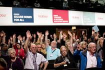 Delegates votoing Labour Party Conference, Brighton 2017 - Jess Hurd - 2010s,2017,Brighton,Conference,conferences,DELEGATE,Delegates,democracy,Hands up,Labour Party Conference,male,man,men,Party,people,person,persons,POL,political,POLITICIAN,POLITICIANS,Politics,Vote,Vot