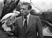 David Attenborough with Cocky the cockatoo, London Zoo 1980 to publicise a training scheme for zoo keepers - NLA - 02-12-1980