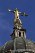 Scales of Justice at the Old Bailey, City of London, The figure of justice by Frederick William Pomeroy is on top of the Old Bailey Central Criminal Court - Jess Hurd - 30-07-2013