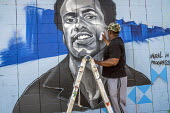 Oakland, California, USA, Artists painting the Black Panther Mural on the wall of a liquor store, celebrating the history of the Black Panther Party. The mural is a portrait of Huey P. Newton, party c... - David Bacon - 16-10-2017