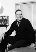 Tom Hopkinson at home London 1962. Editor of Picture Post from 1940-1950 - Alan Vines - 30-01-1963