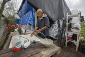 Rosharon, Texas, USA Cambodian immigrant farmers living in poor conditions more than two months afer Hurricane Harvey swept through southeast Texas. Im Vanthan, 76, is living in a makeshift tent after... - Jim West - 03-11-2017