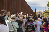 Nogales, Arizona USA Protest on both sides of the U.S. Mexican border fence for migrants who have died trying to cross the border. U.S. Border Patrol officers watch from the top of the hill. The rally... - Jim West - 12-11-2017
