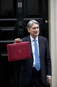 Philip Hammond leaving 11 Downing Street with his Red Box, 2017 Budget Day, Westminster, London - Jess Hurd - 22-11-2017