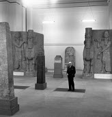 Sir Thomas Kendrick The British Museum 1958 British archaeologist, art historian and Director of The British Museum from 1950 to 1959. Winged human headed bull from Neo Assyrian palace of Sargon II 72... - Alan Vines - 12-12-1958