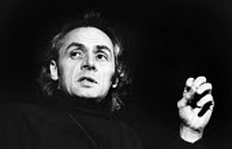 R D Laing radical psychiatrist speaking, Royal Festival Hall London 1973. Writer on mental illness, in particular psychosis - Chris Davies - 01-02-1973