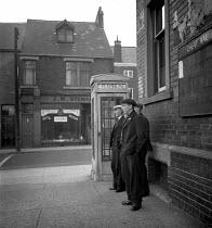 Men standing on a street corner, pit village of Easington 1948 - Elisabeth Chat - 01-06-1948