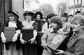USDAW shopworkers in Victorian dress petition against Sunday trading law change, 1986, Buckingham Palace London. USDAW said removing the traditional Sunday off was a return to long exploitative workin... - Stefano Cagnoni - 10-03-1986