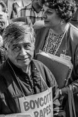 Oakland California USA Cesar Chavez UFW delivering boycott petitions to Safeway headquarters during the grape boycott to protest the exposure of farmworkers to pesticides. Behind him is Dr. Marion Mos... - David Bacon - 20-09-1989