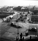 Streets and traffic Warrington 1949 - Elisabeth Chat - 1940s,1949,AUTO,AUTOMOBILE,AUTOMOBILES,AUTOMOTIVE,bridge,car,cars,Chester,chimney,CHIMNEYS,HAULAGE,HAULIER,HAULIERS,HGV,hgvs,highway,industrial town,junction,LGV,LGVs,lorries,lorry,male,man,men,pedest