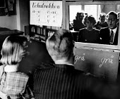 Copenhagen, 1953. Speech instruction class for children with speech defects, school for hard of hearing, Denmark. The curriculum in the school is the same as that of regular Danish schools but for 30... - Eric Schwab - 19-04-1953