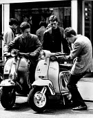 Fashionable young men with their mopeds, Kings Road, Chelsea London 1964 - Romano Cagnoni - 11-06-1964