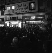 General Election 1959. Results of the October General Election in Britain being conveyed by the Daily Telegraph newspaper to the public in a crowded Piccadilly Circus in central London - Romano Cagnoni - 08-10-1959