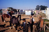 Riding horses, Travellers camp near Slough 1962.uk - Romano Cagnoni - 11-08-1962